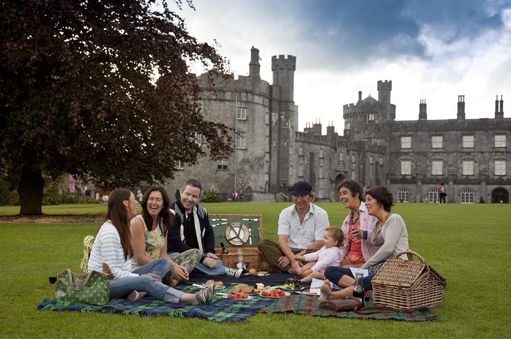 Outdoor Kilkenny Castle Parklands 04