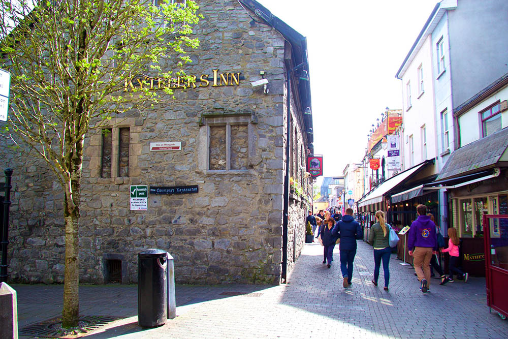 Outdoor Kilkenny Shenanigans Walking Tour 04